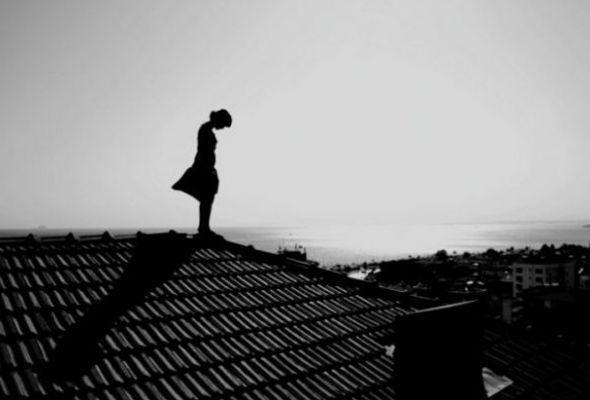 в смоленске девушки прыгнула с крыши