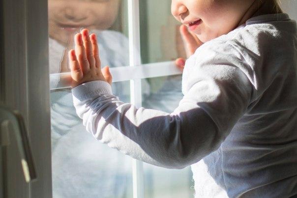 ребенок москитнаясетка падение Смоленск