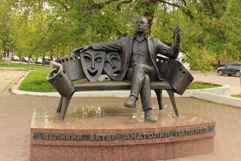 понаехали, вязьма, памятник Папанов