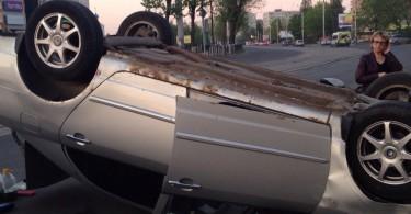 ДТП в смоленске, машина перевернулась на крышу