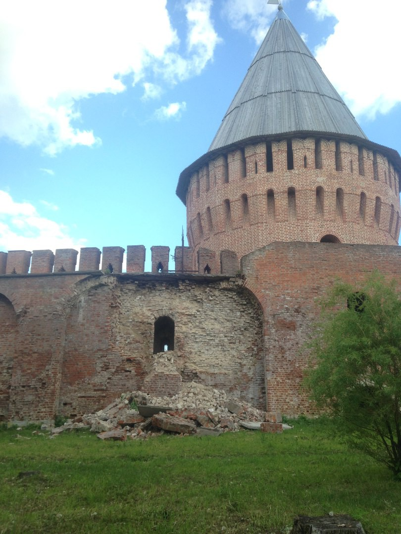 В Смоленске обрушилась часть крепостной стены