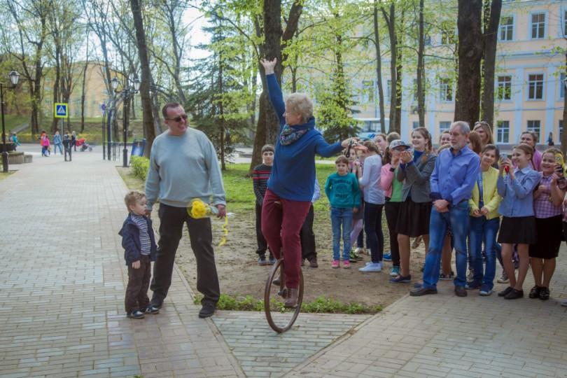 памятник моноциклу в Смоленске