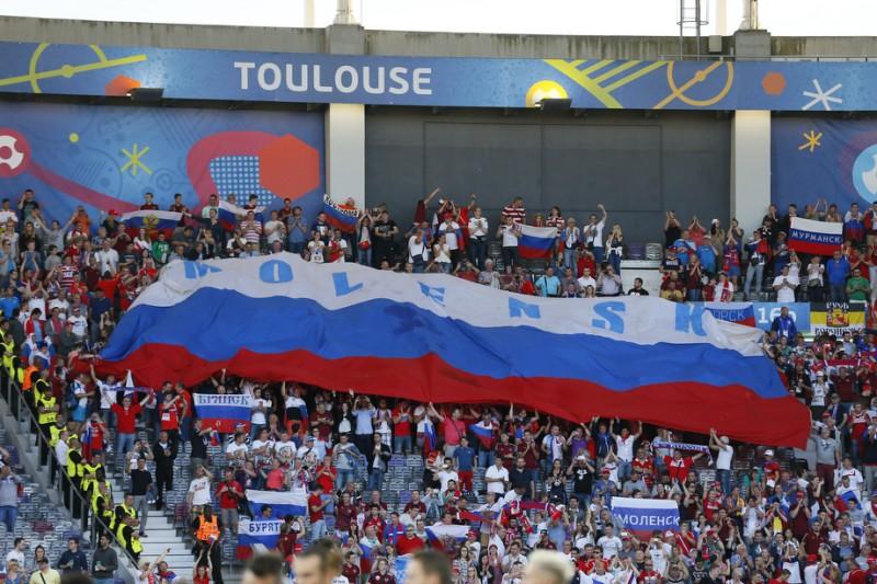 в тулузе развернули огромный флаг смоленска