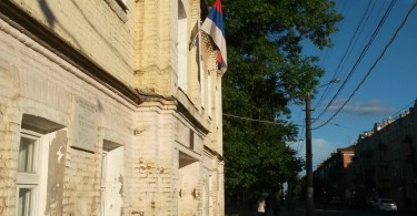 в смоленске на здании муниципалитета повесили флаг другого государства