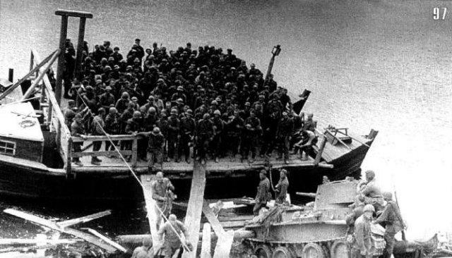Ельниская наступательная операция это первый успех Красной армии в боях с Вермахтом. Проходила эта операция с 30 августа по 8 сентября. Цель операции — ликвидация Ельнинского выступа, который являлся удобным плацдармом для наступления на Москву. Ельнинский выступ образовался в середине июля в результате прорыва 2 танковой группы Вермахта южнее Смоленска и овладения ею 19 июля г.Ельня.