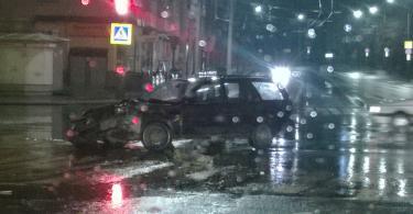 Четыре автомобиля столкнулись на пересечении трёх улиц в Смоленске
