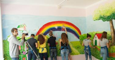 Волонтёры расписали стены в детском доме в Ярцево