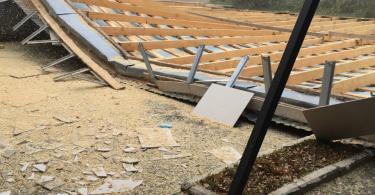 в смоленске ураганныйветер сорвал крышу дома