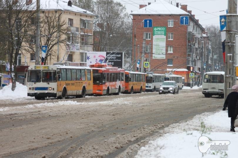 В Смоленске парализовано движение троллейбусов