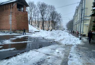 власти смоленска второй день не могут убрать снег