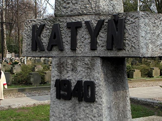 Warszawa, 2007-04-03. Uroczystoœci upamiêtniaj¹ce 67. rocznicê Zbrodni Katyñskiej tg/mpj PAP/Tomasz Gzell