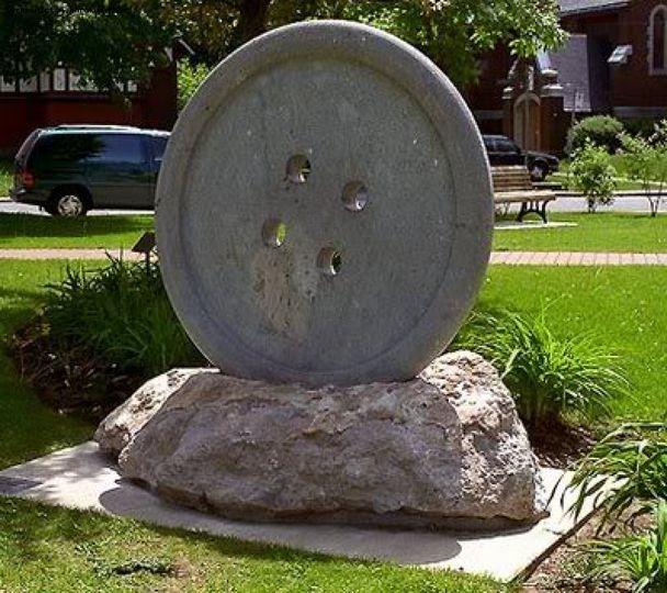Пуговица в Канаде