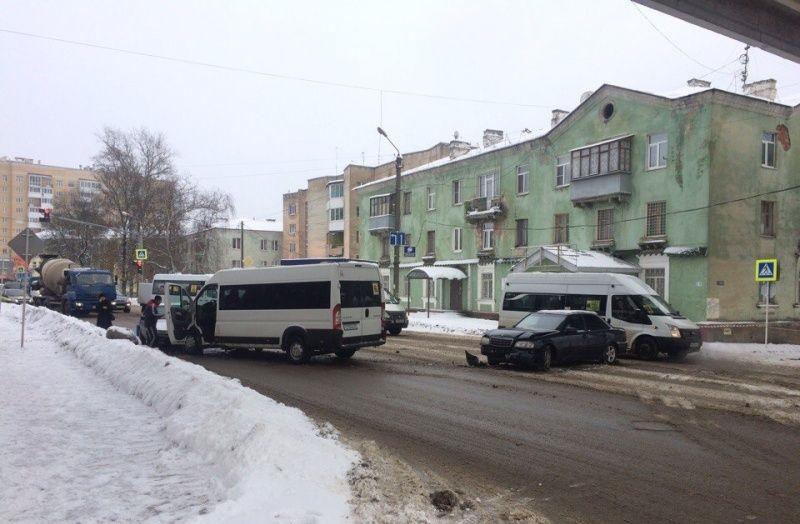 Авария на улице Свердлова в Смоленске