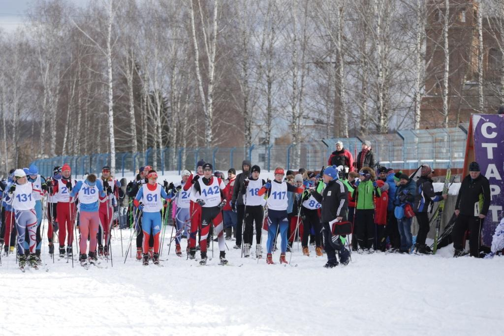 Н.Н. Быков (с секундомером в руках) готовится дать старт 2 этапа Кубка Смоленской области