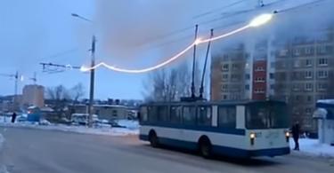В Смоленске загорелась контактная сеть троллейбуса