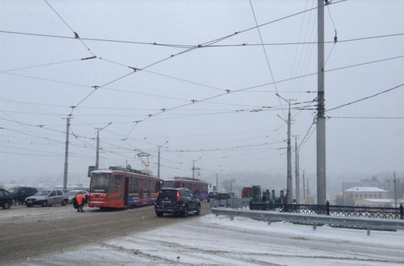 в Смоленске трамвай сошёл с рельсов
