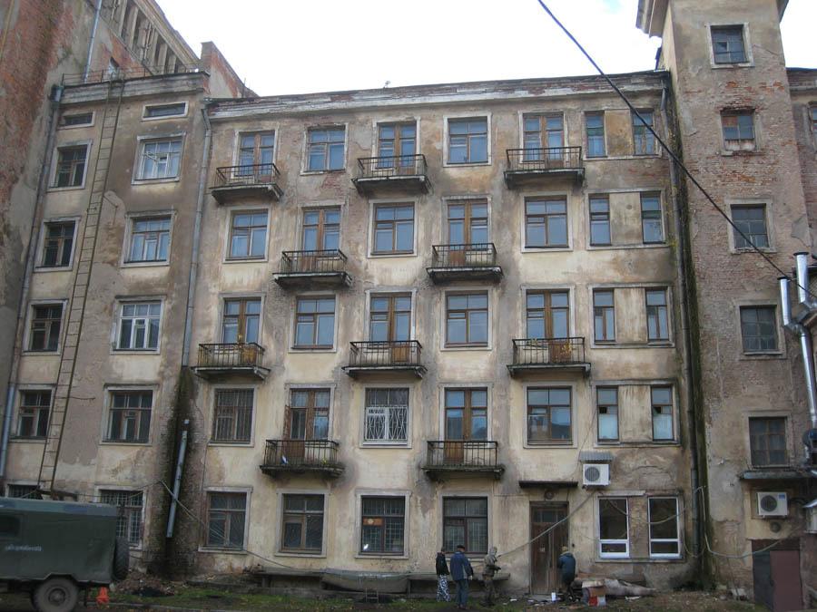 Разрушения на внутреннем фасаде