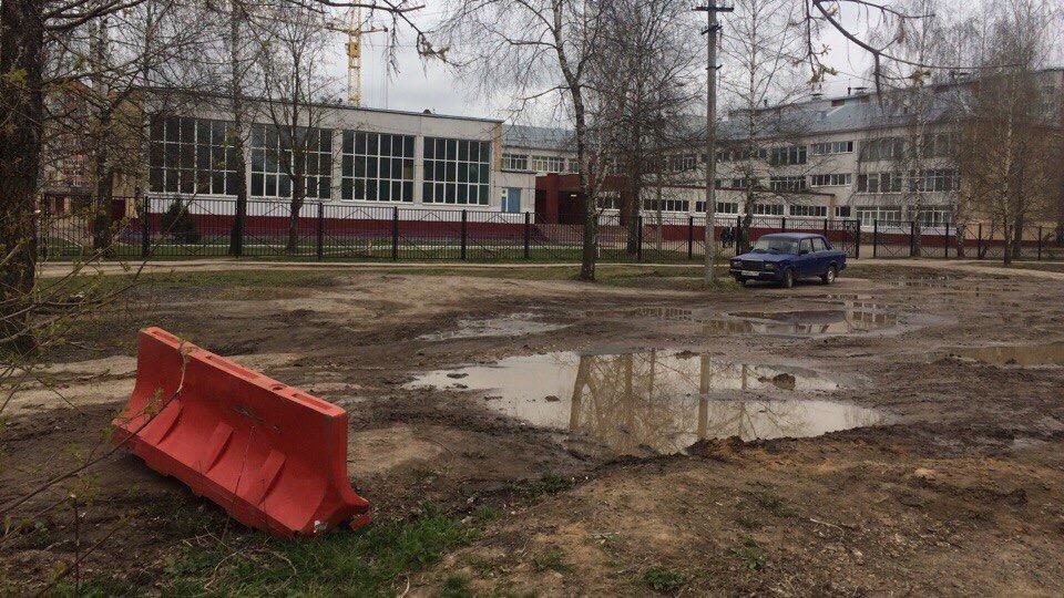 Площадка перед главным входом в школу #33