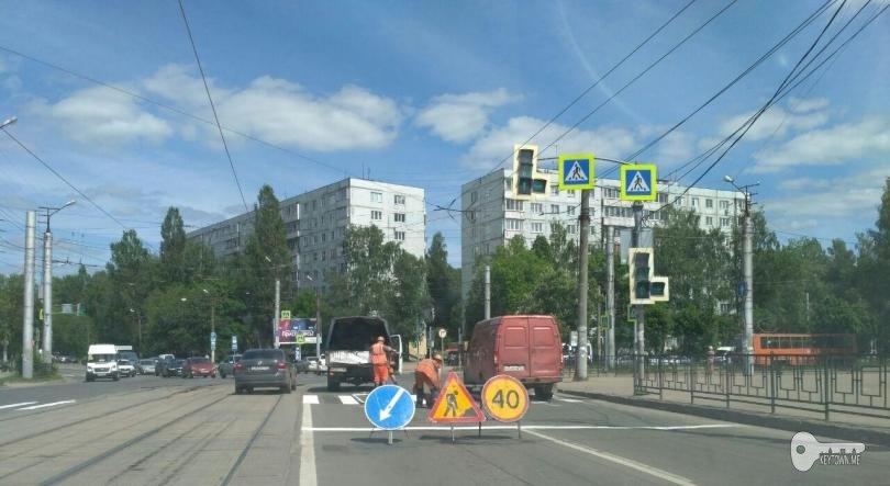 в Смоленске наносят дорожную разметку