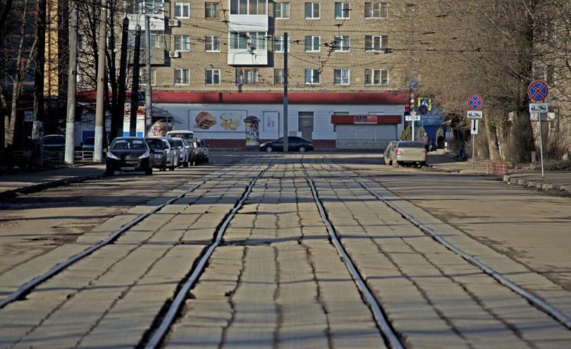 Трамвайные проезд, рельсы