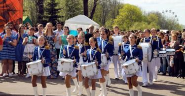 Смоленский ансамбль барабанщиков и мажореток «Феникс»